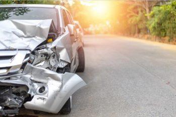 Veículo amassado em acidente de trânsito (Reprodução/ Estadão)