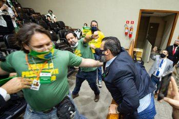Confusão entre manifestantes e vereadores da Câmara Municipal de Porto Alegre (Elson Sempé Pedroso / CMPA / Divulgação)