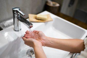 Lavar as mãos corretamente previne doenças. (Divulgação)