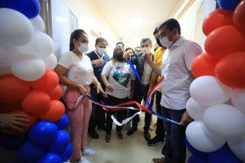 Governador Wilson Lima e a primeira-dama Taiana Lima na inauguração das 11 UTIs em Parintins. (Arthur Castro/Secom)