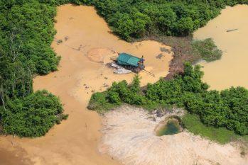 Uma criança foi encontrada sem vida e outra continua desaparecida Chico Batata / Greenpeace)