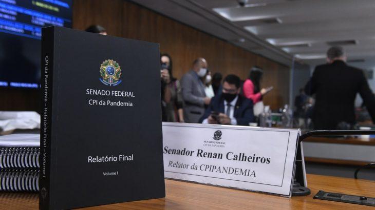 O relatório final da CPI da Pandemia, apresentado pelo senador Renan Calheiros (MDB-AL), tem 1.180 páginas, e recomenda o indiciamento de 66 pessoas físicas e duas pessoas jurídicas. (Agência Senado)