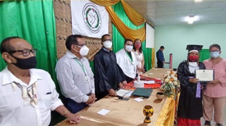 A solenidade foi presidida pelo reitor, professor Sylvio Puga, na presença do vice-diretor da Faculdade de Educação (Faced), Cláudio Gomes da Victoria. (Divulgação)