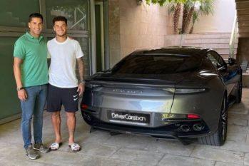 Philippe Coutinho (de camiseta branca) e seu Aston Martin Foto: Reprodução Instagram