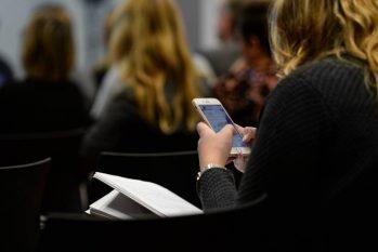 SAÚDE - celular e adolescentes (Reprodução/internet)
